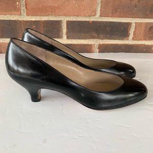 Like new Pappagallo black kitten heel pump